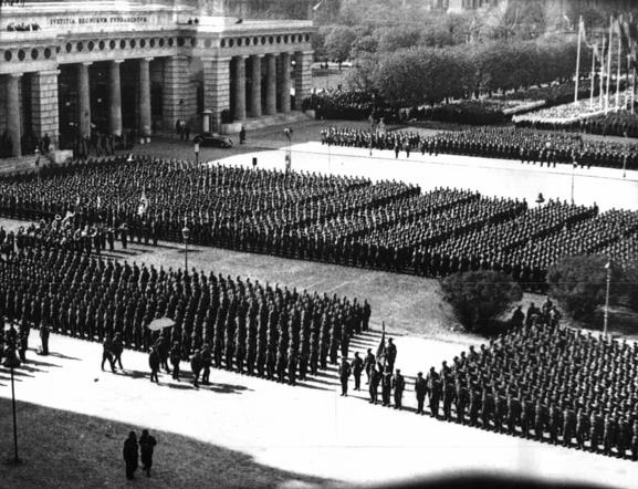 Aufmarsch der Österreichischen Legion am 2.                       April 1938