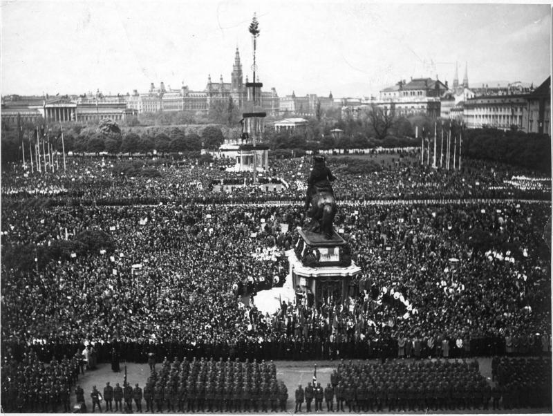 Blick vom Balkon am 15.3.1938